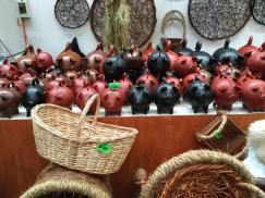 """The famous """"chanchos"""" of Pomaire"""